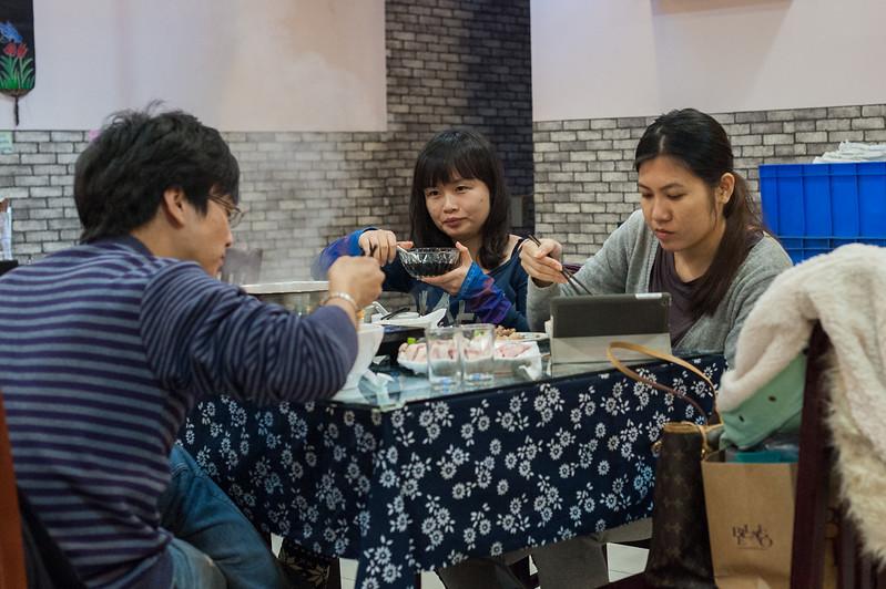 Diners in a Beijing hutong restaurant. (Dongcheng, Beijing, CN - 11/11/13, 8:42:37 PM)