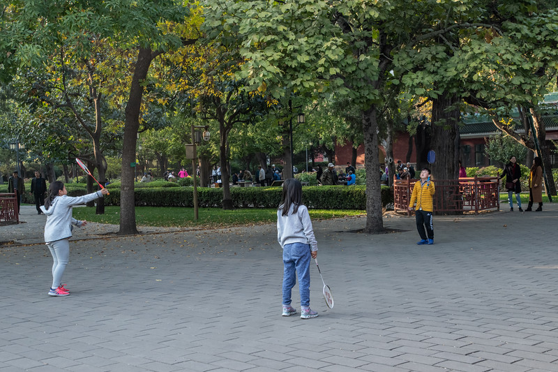 Three kids play badminton in Beijing's Ritan Gongyuan. (Dongcheng Qu, Beijing Shi, CN - 10/19/18, 3:58:00 PM)