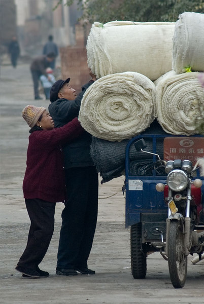 Packin' up the wagon in Ta Zhuang (Tower Village).