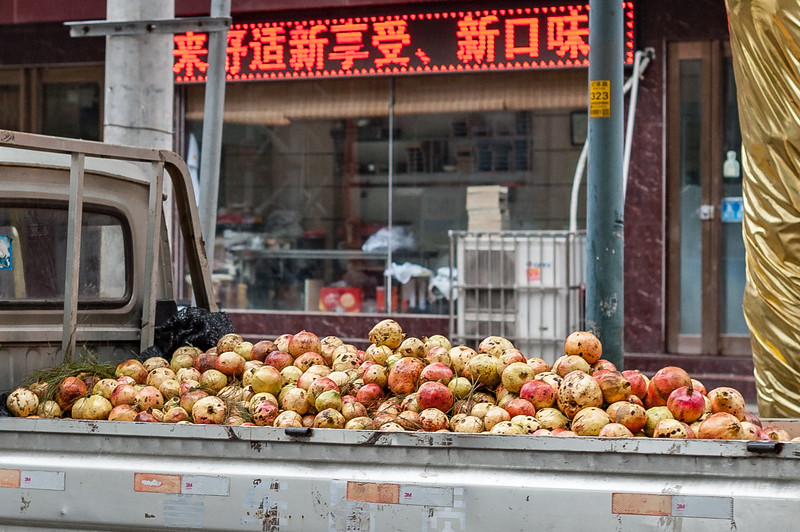 Pomogranates are for sale in the back of a pickup truck parked on an Anyang street.. (Beiguan Qu, Anyang Shi, Henan Sheng, CN - 10/23/16, 3:35:49 PM)