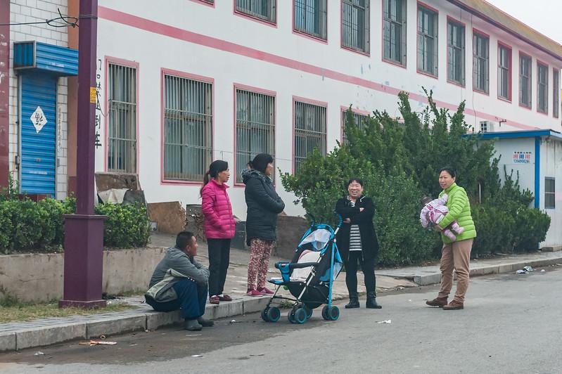 Residents socialize on Xiaotun Village street. (Yindu Qu, Anyang Shi, Henan Sheng, CN - 10/26/16, 4:15:52 PM)