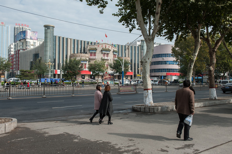 Some buildings in Anyang's central Beiguan district, including a multiplex cinema. (Beiguan Qu, Anyang Shi, Henan Sheng, CN - 10/24/16, 10:21:59 AM)