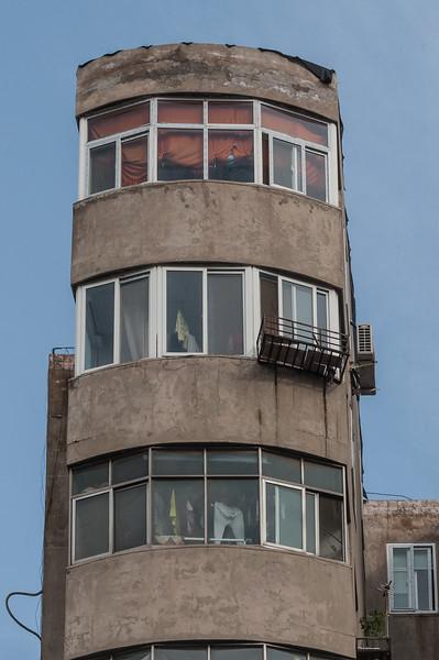 An old - and rather narrow - Anyang apartment house. (Beiguan Qu, Anyang Shi, Henan Sheng, CN - 10/25/16, 3:04:41 PM)