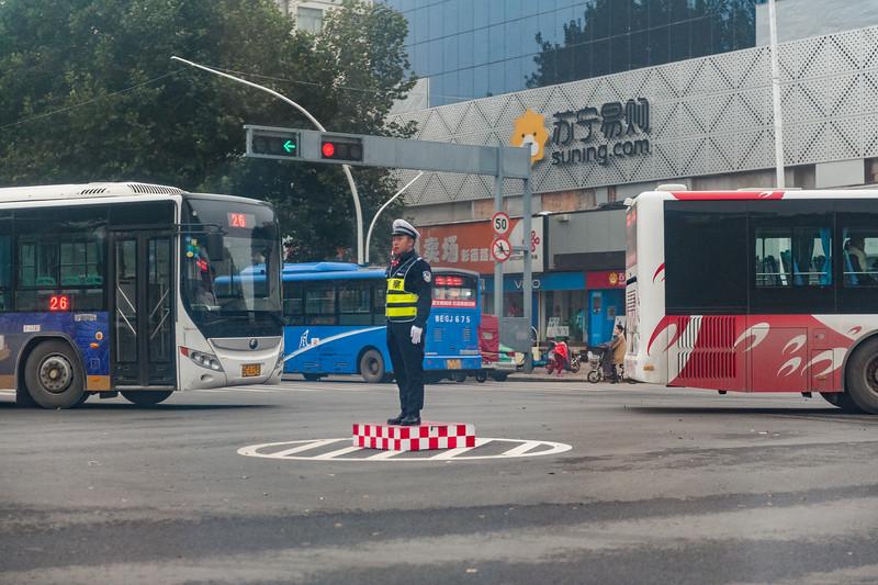 A traffic control officer at work in central Anyang. (Beiguan Qu, Anyang Shi, Henan Sheng, CN - 10/26/16, 4:28:09 PM)