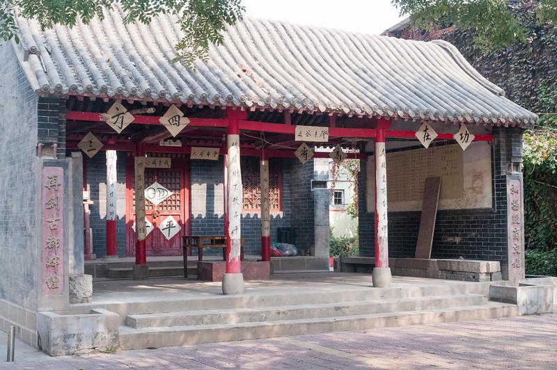 Ancestral shrine, Xiaotun village (Yindu, Anyang, Henan, CN - 10/26/13, 11:34:14 AM)