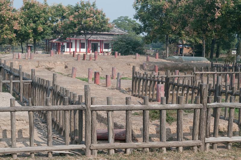 Building foundation features, Yinxu archaeological site (Yindu, Anyang, Henan, CN - 10/26/13, 10:52:39 AM)