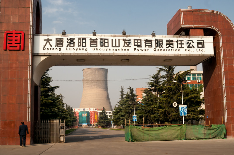 Power plant, contemplation (Yanshi, Henan, CN - 11/06/13, 2:55:21 PM)