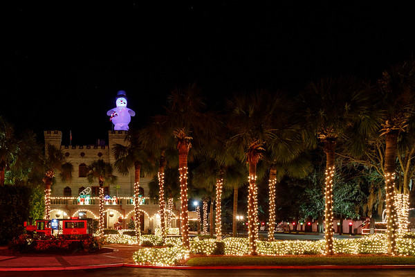 If you have an aversion to crowds and really slow traffic this is not the time of the year to visit St Augustine.   On the other hand if you have an affinity for Christmas Lights and fabulous Old Towns, this is absolutely the time of the year to visit.