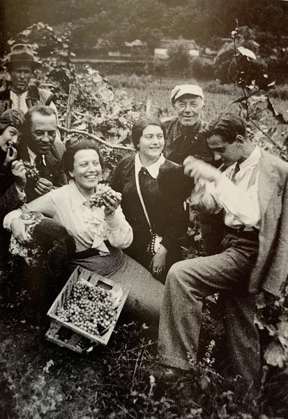 Grape farm in the region of Zaliszczyky, 1937.   Left  Roza, and  Renia