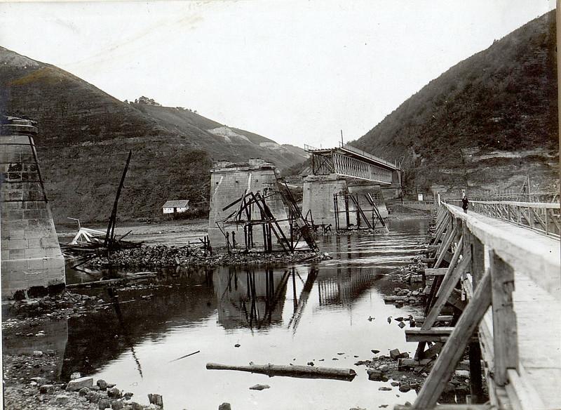 554. Руїни моста, вересень 1916 року . Gesprengte Brьcke ber den Dnjestr bei Zaleszczyki