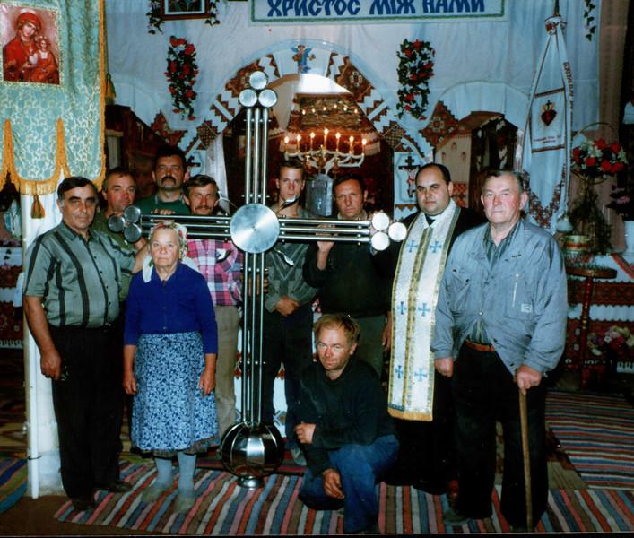 536. Пам'ятне фото будівничих храму - зліва:Степан Лопу,