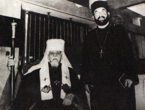 472. Митрополит Й. Сліпий, поруч стоїть отець-професор П. Біланюк
