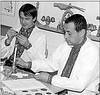 554. Народний майстер І. Р. Бондар (праворуч)  з учнем