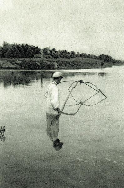 728.  Фрагменти рибальського промислу в околицях Заліщик