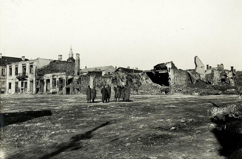 569. Серед руїн, 15 листопада 1915 року.  Ruinen am Hauptplatz Zaleszczyki, Sьsw