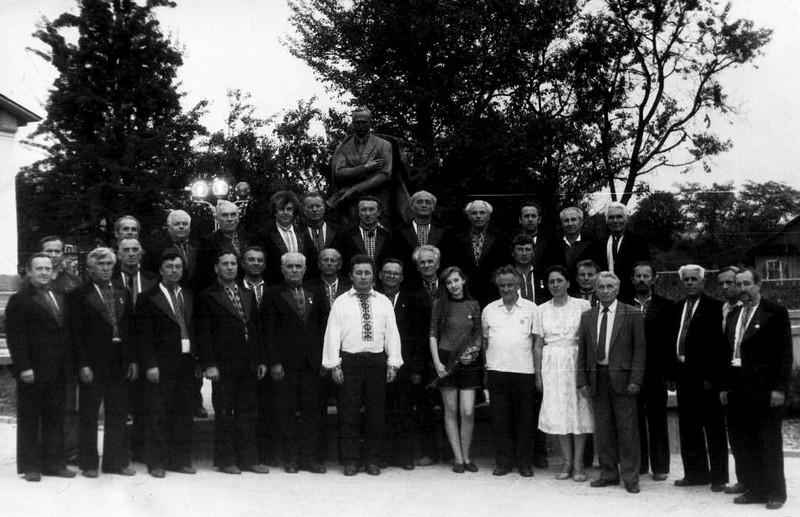 """498. Капела """"Гомін"""" на відкритті пам'ятника Степану Бандері в селі Угринів, 1993 рік"""