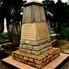 611. Пам'ятник воякам угорцям на цвинтарі в Заліщиках.