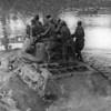 312. Радянські танки форсують Дністер