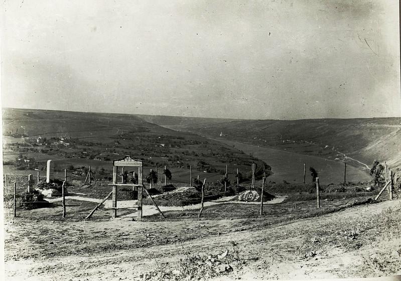 612. Військовий цвинтар на березі Дністра. S¸dost Hutiray, Friedhof (im Hintergrunde Luka, Pieczarna, Zezawa.)