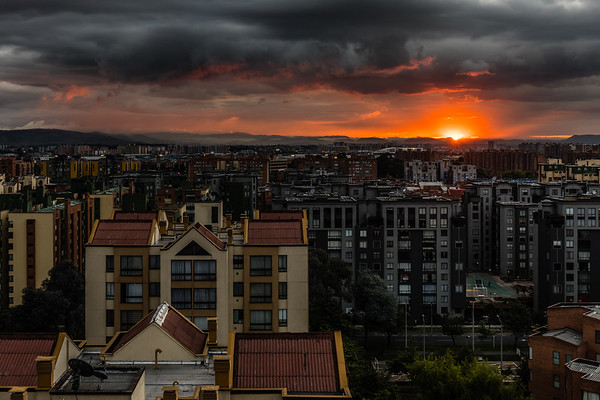 Good evening Bogota!  A small gap in the clouds and a nice sunset on the horizon today!