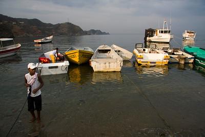 Morning at the harbor (Taganga)