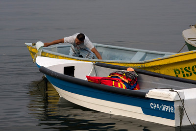 Getting the boat ready (Taganga)