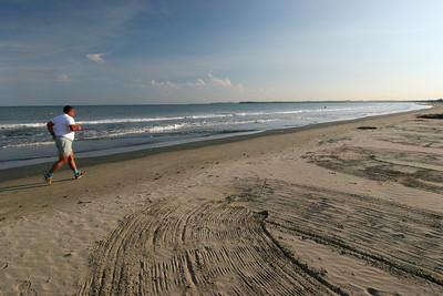 Jogging on the Beach (Cartagena)