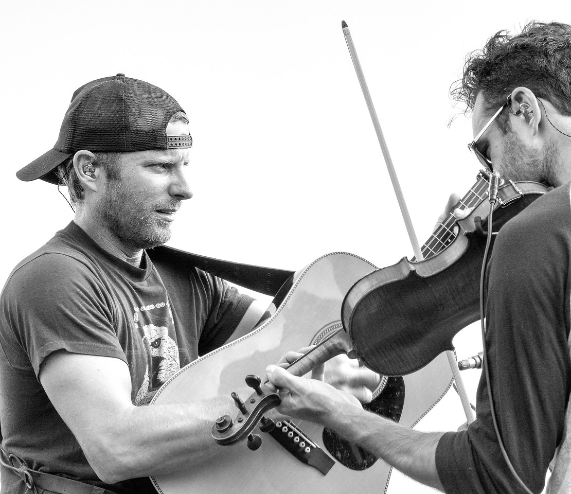 Dierks Bentley concert photography with fiddle