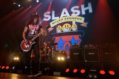 Slash Rockhal 19 - 010