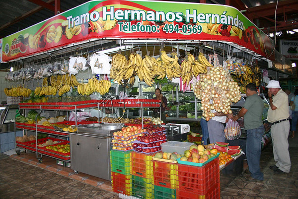 Indoor fruit and vegetable mercado in Gracia (city) - Alajuela province (south-central)