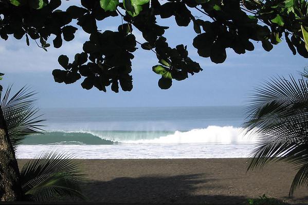 Waves breaking on Playa Hermosa - south of Jaco (town) - Puntarenas province