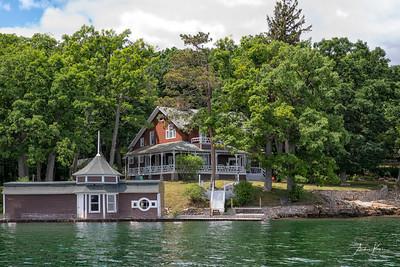 Round Island 9983 CROP LOGO