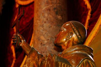 040918 0279 Washington DC - Capital Hill Inside holy statue _D _E _H _N ~E ~L