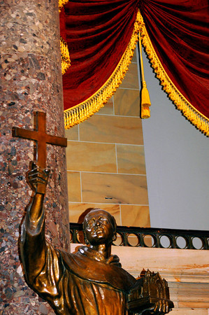 040918 0281 Washington DC - Capital Hill Inside holy statue _D _E _H _N ~E ~P