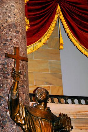 040918 0281 Washington DC - Capital Hill Inside holy statue _D _E _H _N ~E ~P