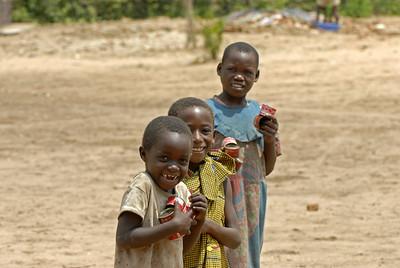070104 3521 Burundi - Bujumbura - Peace Village _L ~E ~L