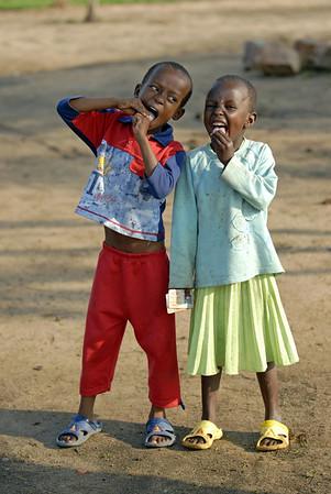070103 3130 Burundi - Bujumbura - Peace Village Elvis Luisa _B _L ~E ~L