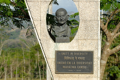080117 9421 Costa Rica - Ciudad Colon - UPEACE Campus and students _L ~E ~L