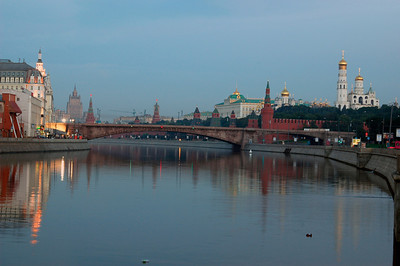 040819 0119 Moscow - Early Morning River and Kremlin _H _J ~E ~L