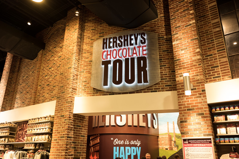 Getting on line for Hershey's Chocolate Tour
