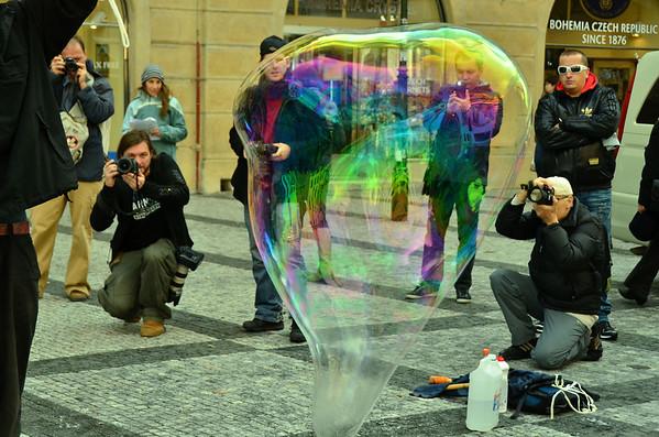 Soap bubble moments, Staromestske nam., Prague