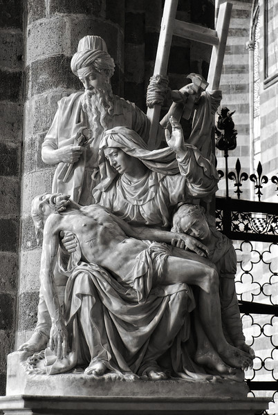 Statue in Church - Orvieto Italy