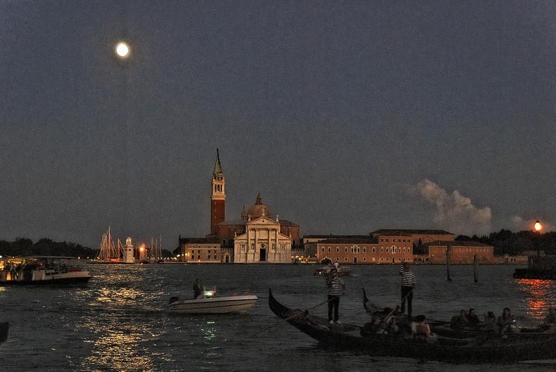 Venice-2 10-2006 -128 NX_dxo
