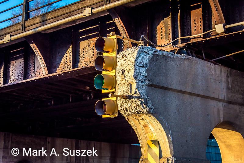 Rail bridge support