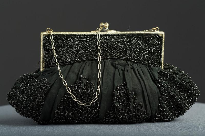 2007.100.46 Black Beaded purse