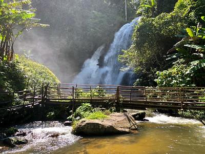 Pha Dok Sieo Waterfall & Rock