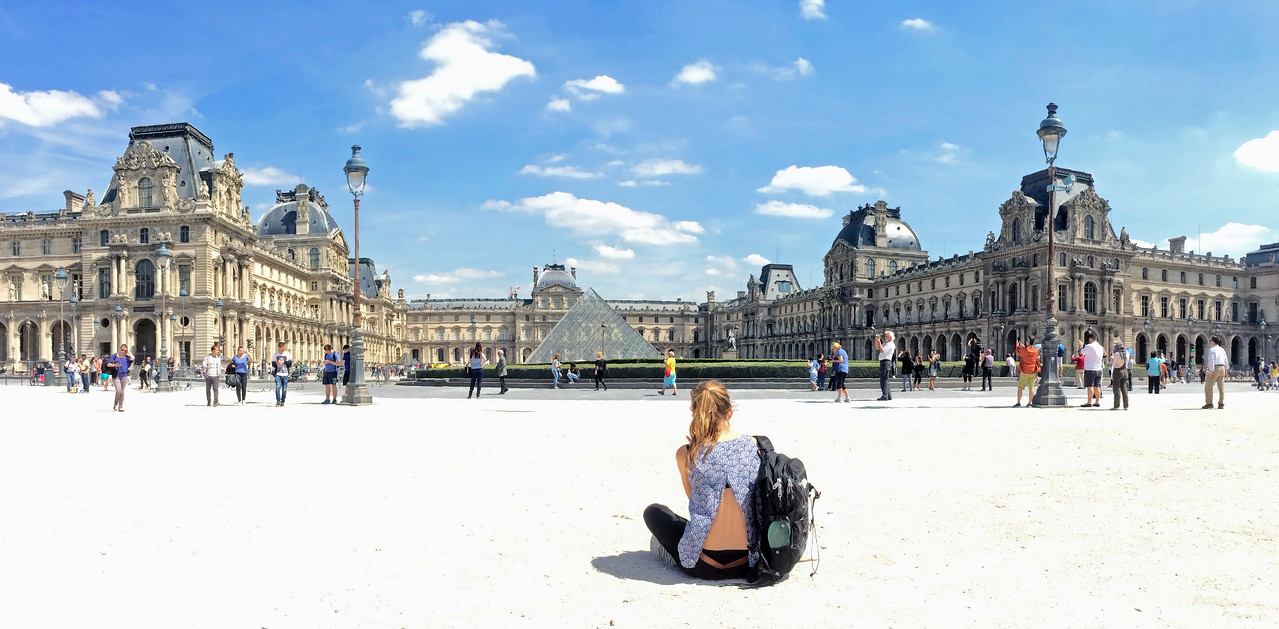 Panarama photo of the Louvre paris