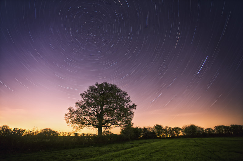 this is a star trails of the earth rotation over a field in North Chailey, i pointed my camera on the north Star and left my camera open for 45mn