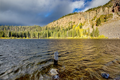 Twin Lakes and Aspen trees in autumn, Mammoth Lakes Ca