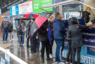 Crowds tv & rain-3